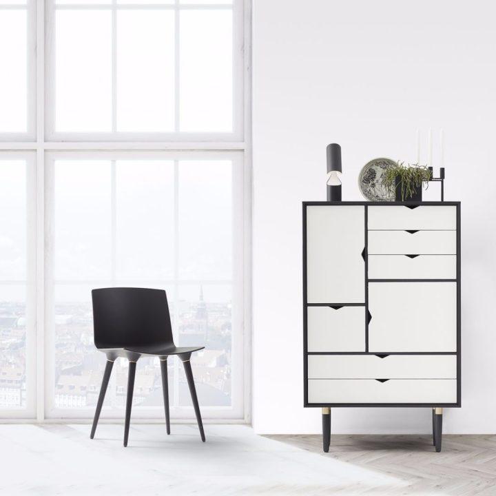 s5-black-white